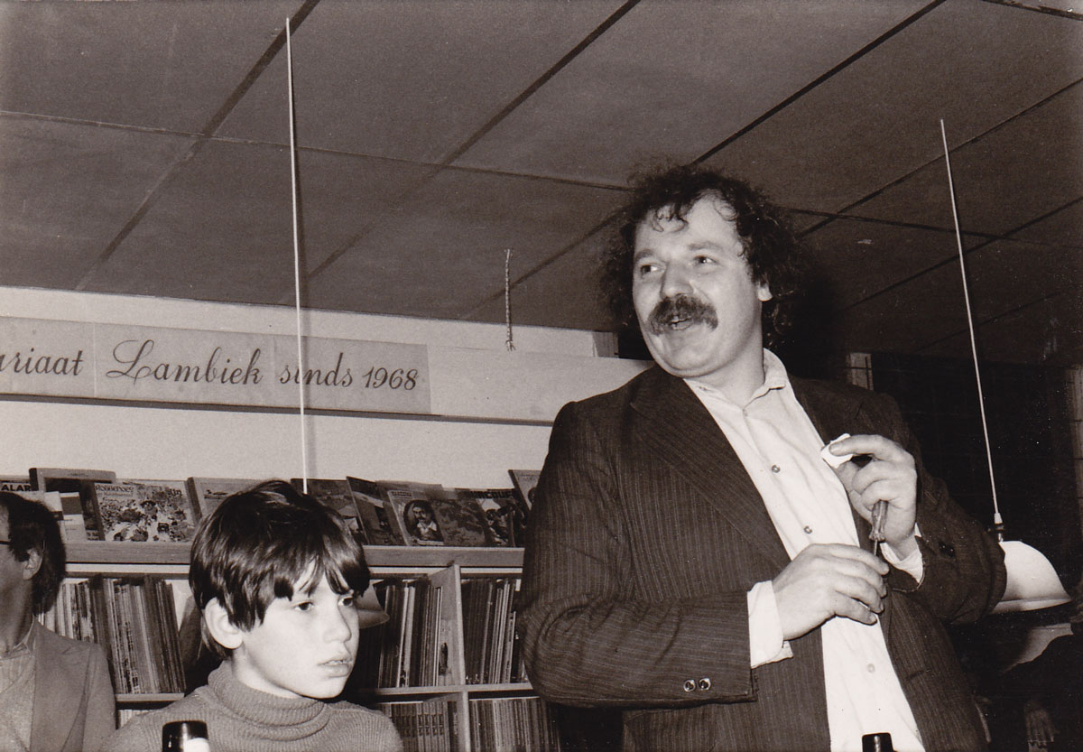 Kees Kousemaker and his son Boris at the opening of Lambiek's second location, at Kerkstraat 78 in Amsterdam in 1979